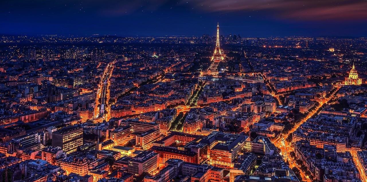 Paris, França - Noite